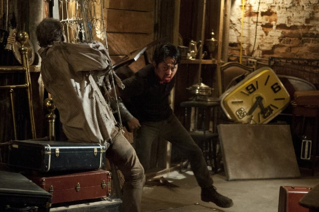 the-walking-dead-glenn-when-the-dead-come-knocking